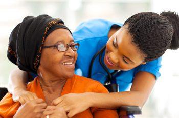 Central da Saúde | AVC - O que é e como os tratamentos domiciliares podem amenizar as sequelas